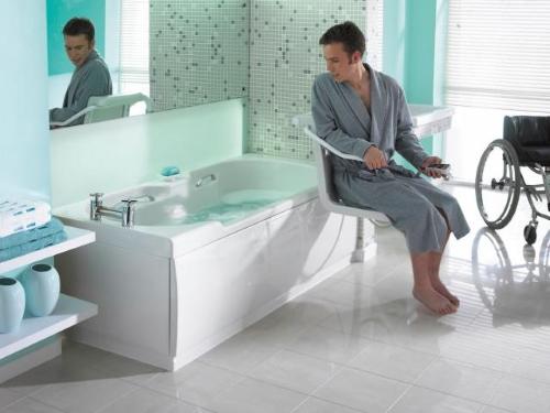 Bagno per disabili come organizzare gli spazi - Porta bagno disabili ...
